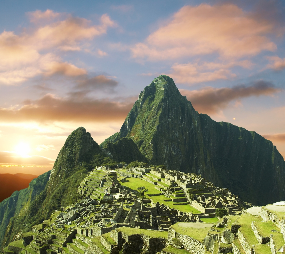view of the incas city Machu-Picchu at dawn